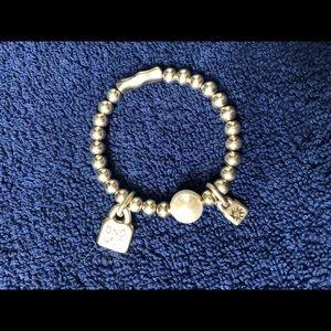 Uno de 50 bracelet. Pearl and silver.